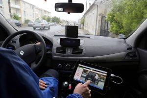 gandarmes utilisant les radars mobiles nouvelle génération