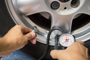 verifier la pression des pneus