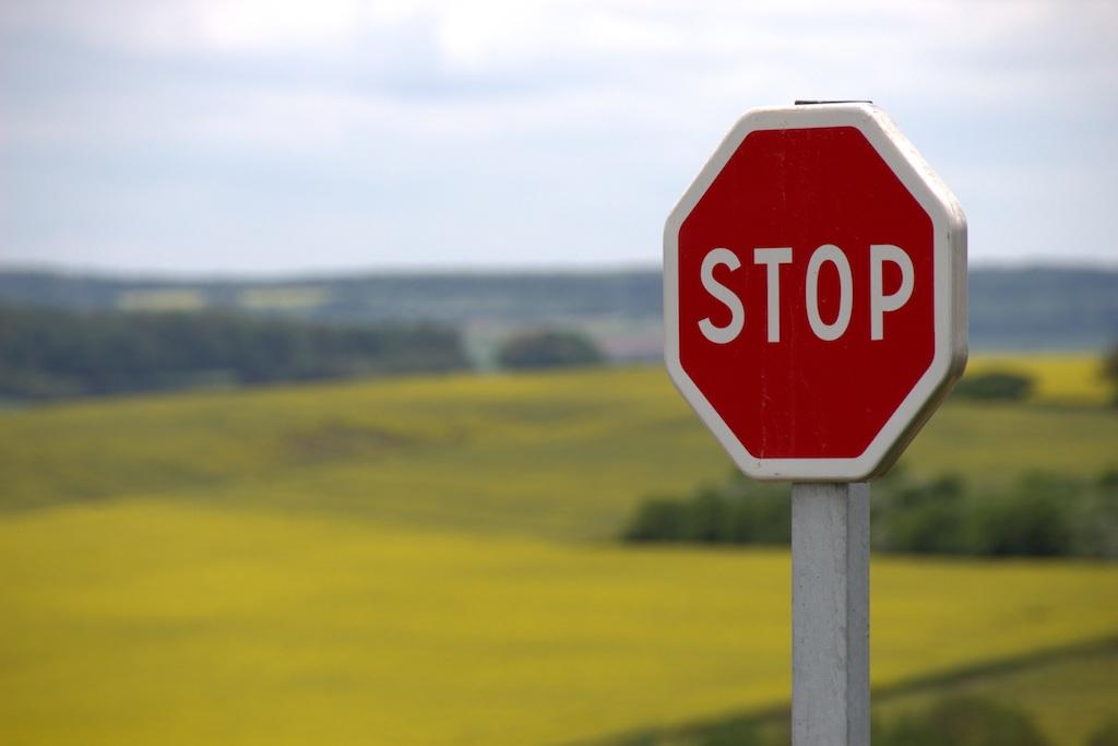 Perte de points : le recap - Non-respect de l'arrêt au Stop ou au feu rouge